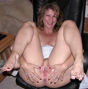 Mom spreading pics