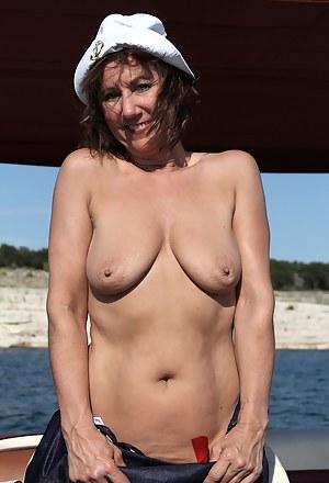Saggy Tits Moms Porn Pictures