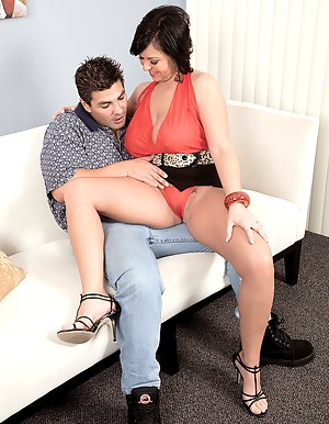 Moms Seduction Porn Pictures