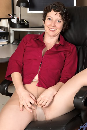 Moms Office Porn Pictures